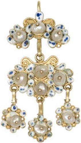 ... Χρυσό σκουλαρίκι με σμάλτο και μαργαριτάρια. Από την Πάτμο 19d38956186