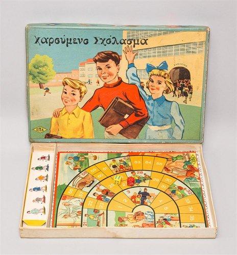 """Επιτραπέζιο παιχνίδι τύχης """"Χαρούμενο σχόλασμα"""". - Μουσείο Μπενάκη"""